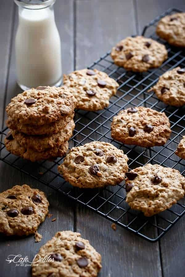 Flourless Oatmeal Peanut Butter Chocolate Chip Cookies | http://cafedelites.com
