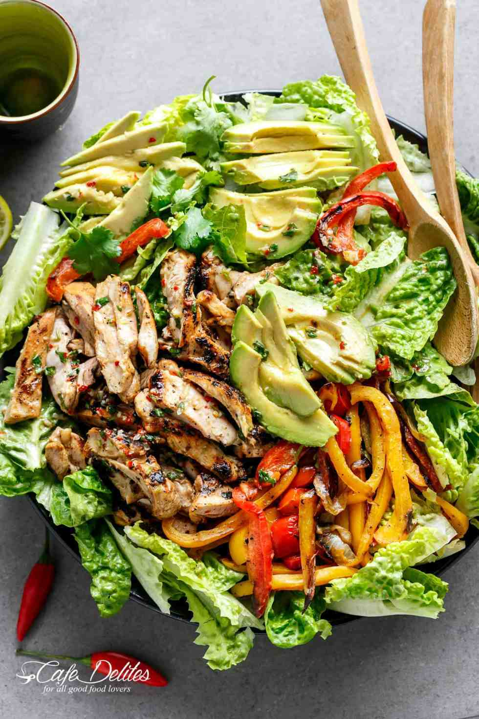 Grilled Chili Lime Chicken Fajita Saladwith a dressingthat doubles as a marinade! Agenius way of keeping ALLof the incredible flavours in this salad! | cafedelites.com
