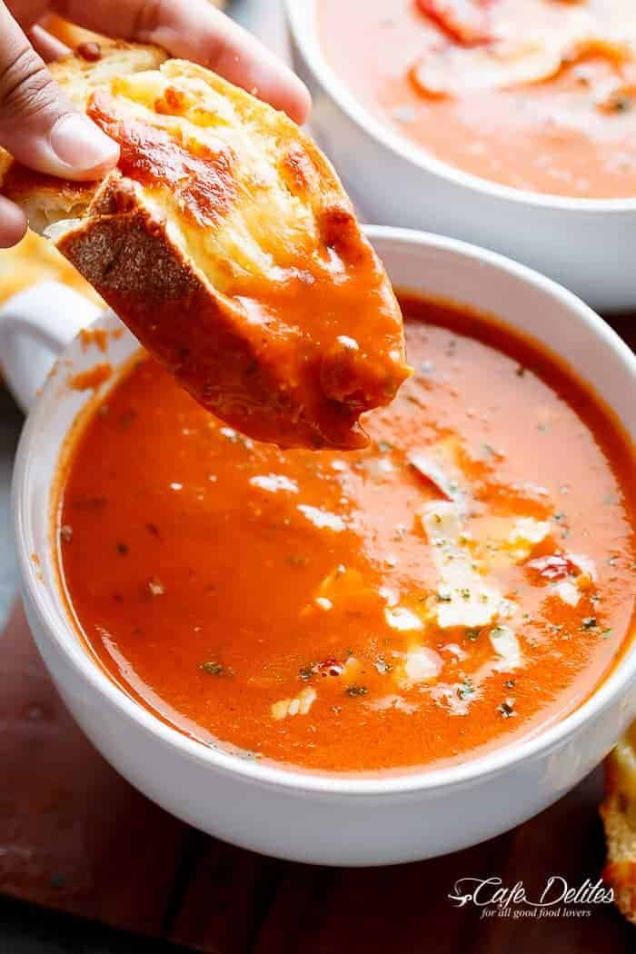 Creamy Roasted Tomato Basil Soup | http://cafedelites.com