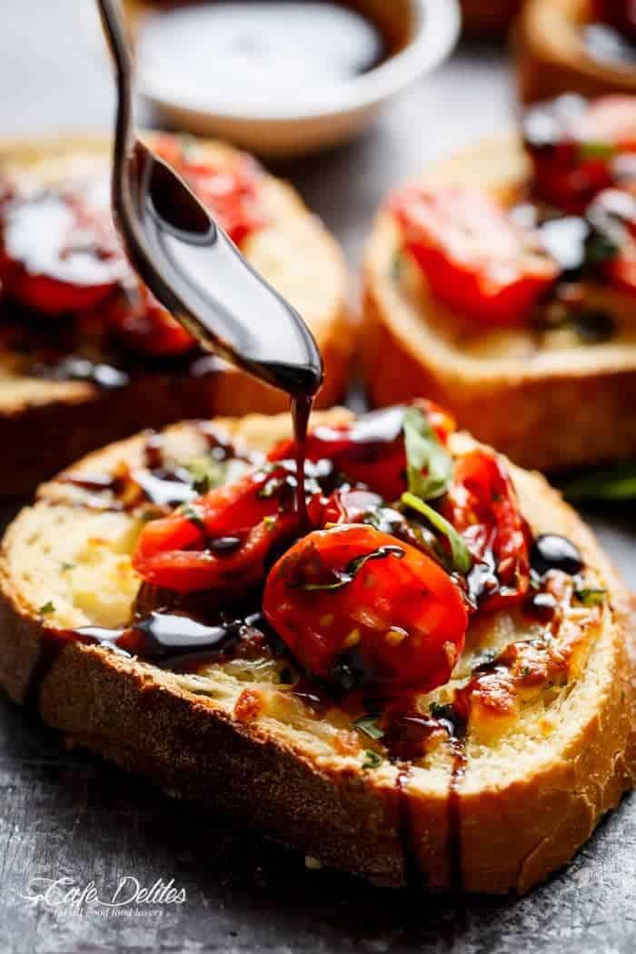 Tomato Caprese Garlic Breads | http://cafedelites.com