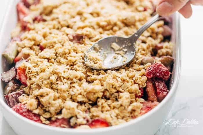 Strawberry Rhubarb Crisp (Crumble) | https://cafedelites.com
