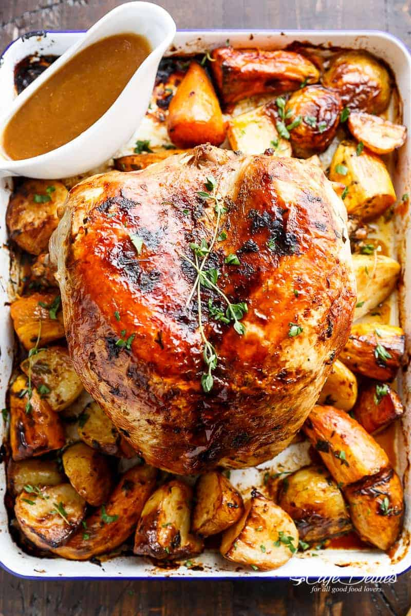 One Pan Juicy Herb Roasted Turkey Amp Potatoes With Gravy