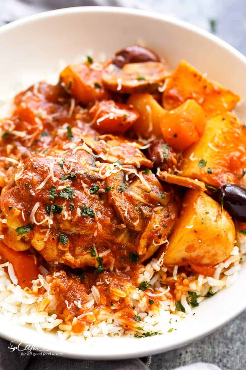 Slow Cooker Chicken Cacciatore With Potatoes | https://cafedelites.com