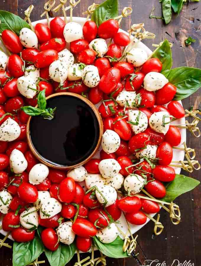 Caprese Salad Christmas Wreath is a festive and healthy appetiser for your Christmas table! | http://cafedelites.com