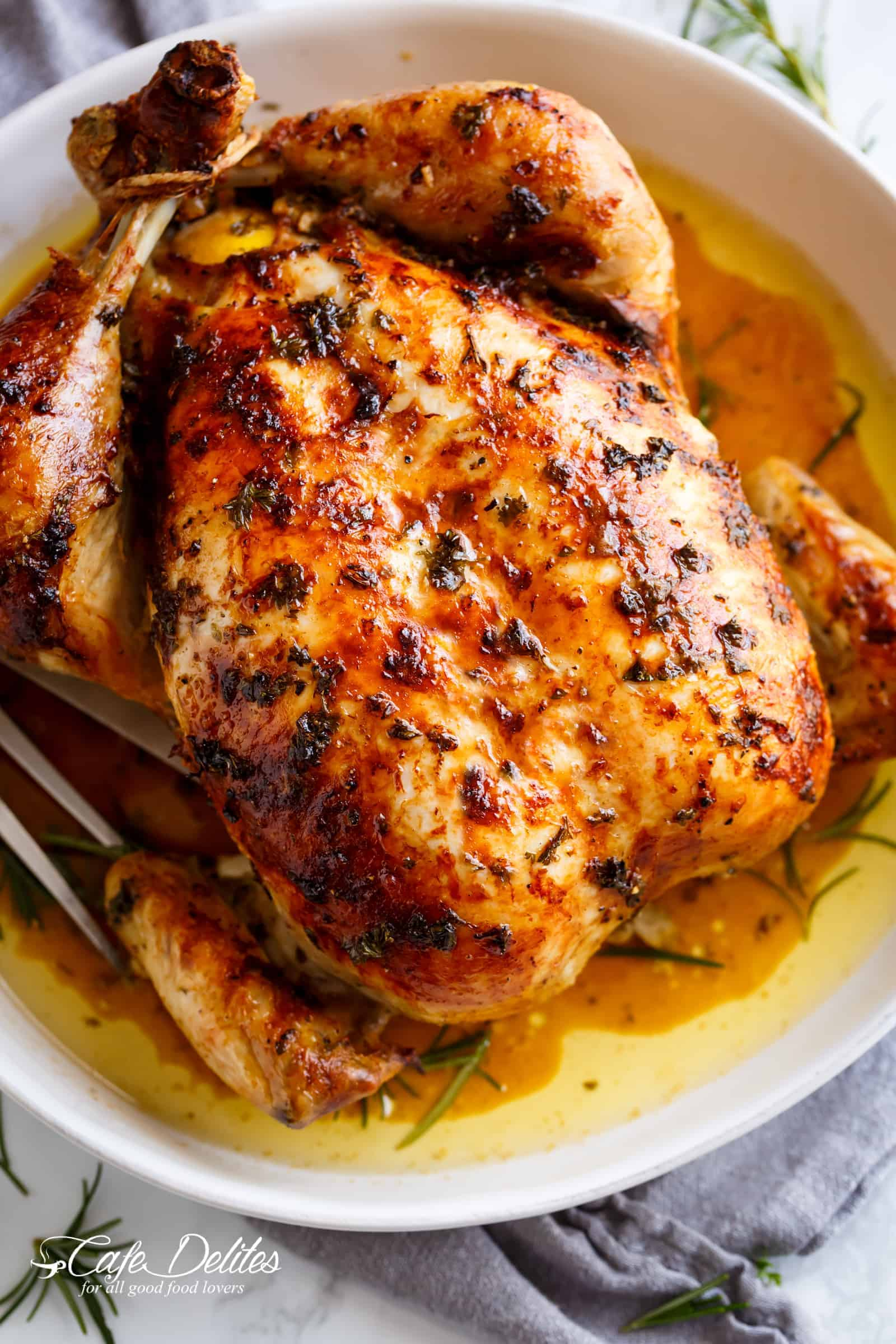 How to bake the chicken in the oven entirely: three recipes for the festive table