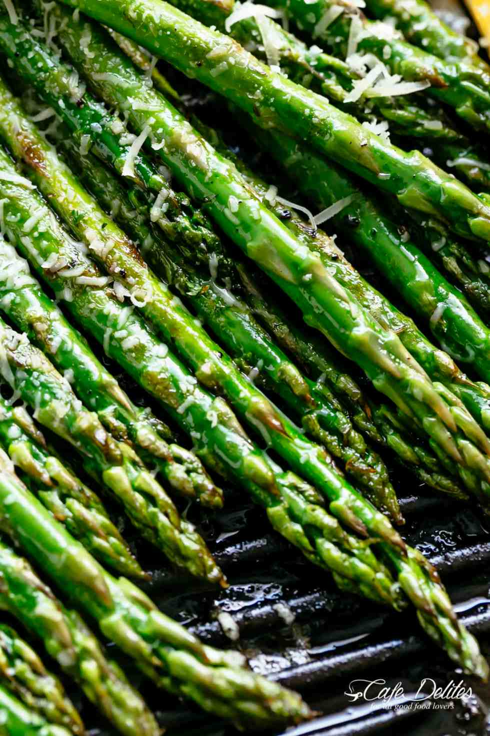 Grilled Asparagus with parmesan cheese and lemon juice | cafedelites.com