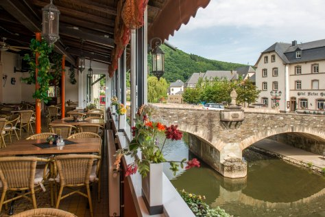 Illustration: photo of the bridge in Vianden. The Dutch have the metafor for bridges one can look at for a long time. They call them dreaming bridges. Don't blame the bridge!