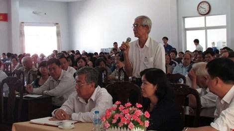 Cử tri Nguyễn Phước Tấn phát biểu tại hội nghị. Ảnh: N.NAM