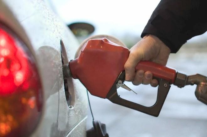 Từ 15h chiều nay: Xăng tăng thêm 189 đồng/lít, giá dầu giảm