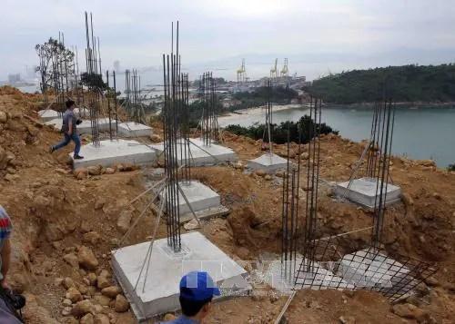 Các phần móng biệt thự xây dựng trái phép khi chưa được cấp giấy phép xây dựng tại dự án Khu du lịch Sinh thái Biển Tiên Sa. Ảnh: Trần Lê Lâm/TTXVN