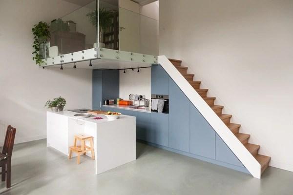 Thêm một góc nhỏ xinh bên trên làm không gian đọc sách và thư giãn vô cùng tiện lợi và yên tĩnh cho chủ nhà.