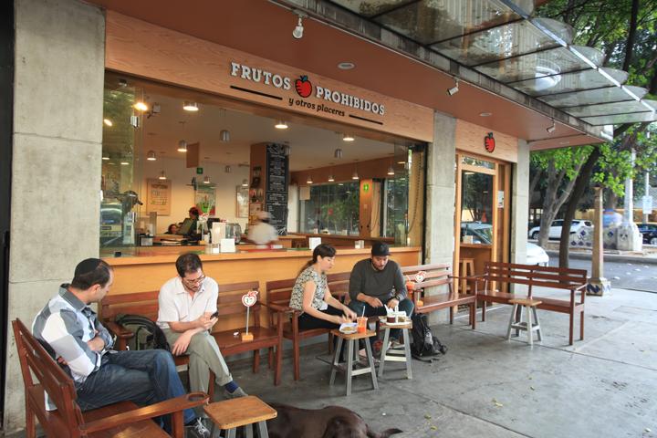 Frutos Prohibidos with terrace