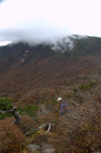急峻な後烏帽子山頂付近
