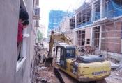 Thi công khách sạn làm nứt tường hàng loạt nhà dân