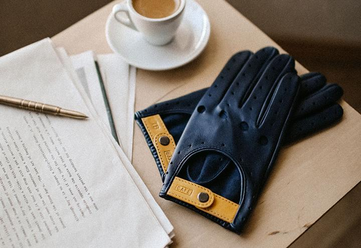 driving-gloves-blue