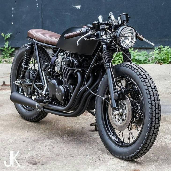 #CB550 by @arjanvandenboom. 📷: @jacksonkunis .  #caferacer #caferacers #caferacersofinstagram #caferacersculture #caferacerbuilds #vintage #vintagestyle #vintagefashion #motocycle #moto #motos #motorcycles #oldstyle #oldschool #bratstyle #motorbike #motor #helmet