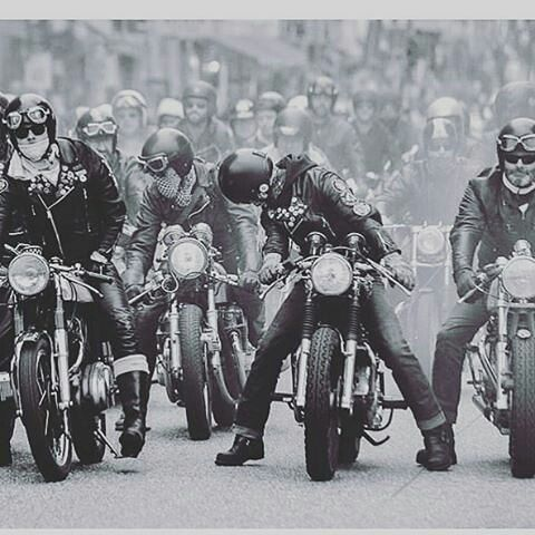 #Rides ... We can smell the weekend ✊✊✊ . #caferacer #caferacers #caferacersofinstagram #caferacersculture #caferacerbuilds #vintage #vintagestyle #vintagefashion #motocycle #moto #motos #motorcycles #oldstyle #oldschool #bratstyle #motorbike #motor #helmet