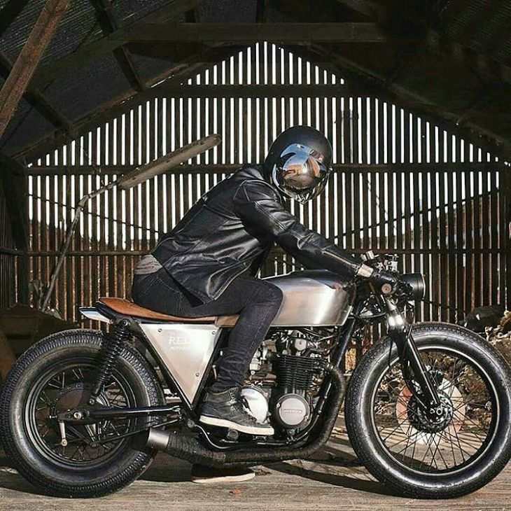 #Honda CB550 by @relicmotorcycles . #caferacer #caferacers #caferacersofinstagram #caferacersculture #caferacerbuilds #vintage #vintagestyle #vintagefashion #motocycle #moto #motos #motorcycles #oldstyle #oldschool #bratstyle #motorbike #motor #helmet