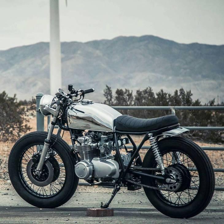 #Honda CB550 by @argotmoto. Photo by @el3productions! . #caferacer #caferacers #caferacerstyle #caferacersculture #caferacerbuilds #vintage #vintagestyle #vintagefashion #motocycle #moto #motos #motorcycles #oldstyle #oldschool #bratstyle #motorbike #motor #helmet