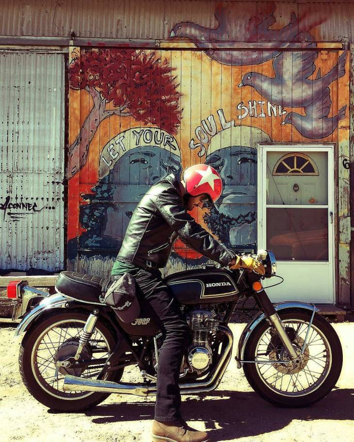 By @boulderstreetmoto . #cb350 #caferacer #caferacers #caferacerstyle #caferacersculture #caferacerbuilds #vintage #vintagestyle #vintagefashion #motocycle #moto #motos #motorcycles #oldstyle #oldschool #bratstyle #motorbike #motor #helmet