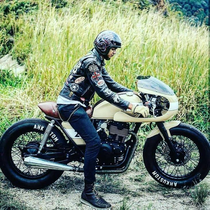 By @gmeejer - The Lolita @rascalsmotorclub_ 📷 @hariz.mansor.visual . #caferacer #caferacers #caferacerstyle #caferacersculture #caferacerbuilds #vintage #vintagestyle #vintagefashion #motocycle #moto #motos #motorcycles #oldstyle #oldschool #bratstyle #motorbike #motor #helmet