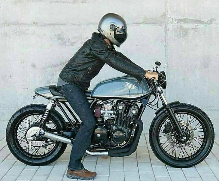 Honda #CB750 by @rocketgarageoriginal =============== #caferacer #caferacers #caferacerstyle #caferacersculture #caferacerbuilds #vintage #vintagestyle #vintagefashion #motocycle #moto #motos #motorcycles #oldstyle #oldschool #bratstyle #motorbike #motor #helmet