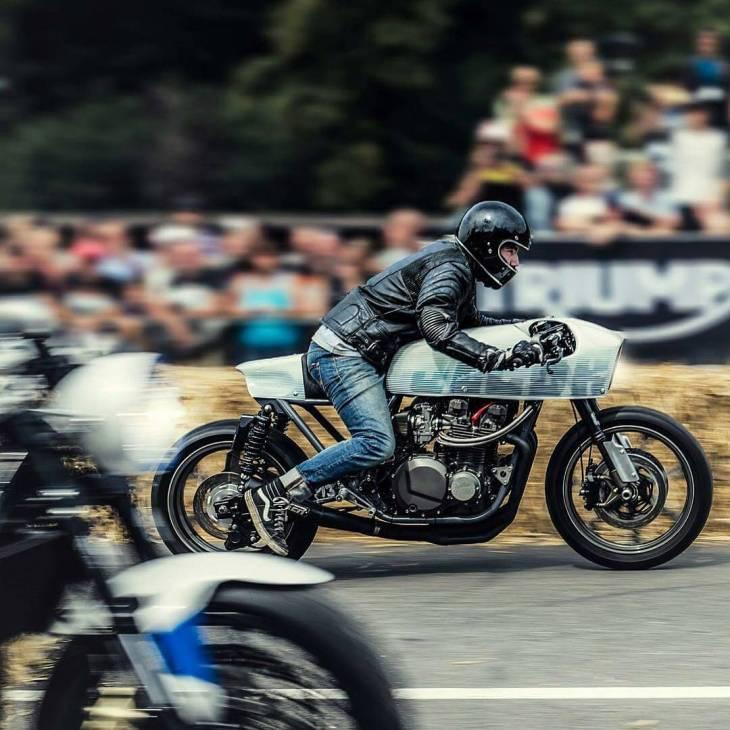 By @de_ranieri_simone . #glemseck101 #caferacer #caferacers #caferacerstyle #caferacersculture #caferacerbuilds #vintage #vintagestyle #vintagefashion #motocycle #moto #motos #motorcycles #oldstyle #oldschool #bratstyle #motorbike #motor #helmet
