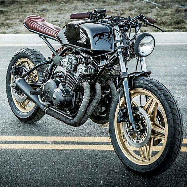 Honda CB750 by @tomlaveuf and @imfreakinugly of @seaweedandgravel! . #hondacb #caferacer #caferacers #caferacerstyle #caferacersculture #caferacerbuilds #vintage #vintagestyle #vintagefashion #motocycle #moto #motos #motorcycles #oldstyle #oldschool #bratstyle #motorbike #motor #helmet