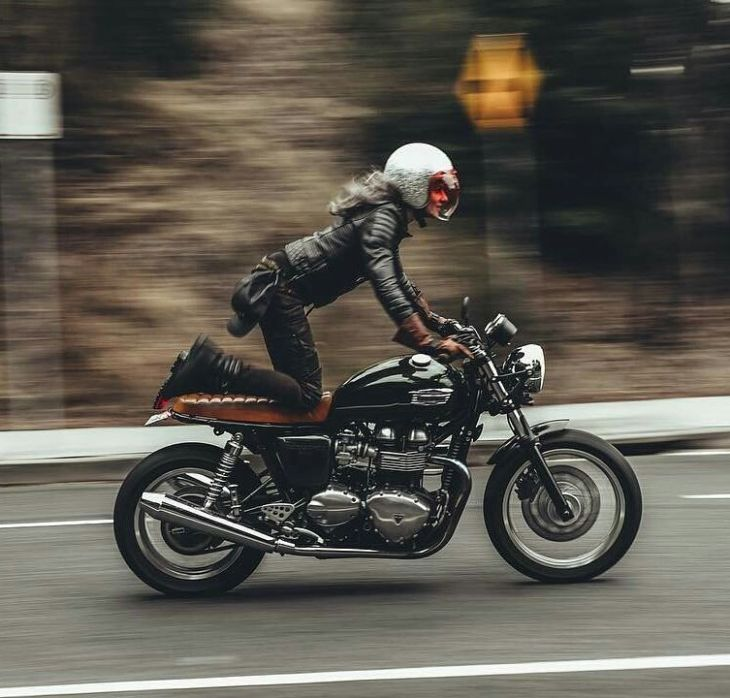 By @oli.coulthard . #caferacer #caferacers #caferacerstyle #caferacersculture #caferacerbuilds #vintage #vintagestyle #vintagefashion #motocycle #moto #motos #motorcycles #oldstyle #oldschool #bratstyle #motorbike #motor #helmet