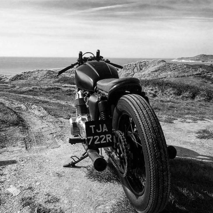 By @harrysellwood -  Blowing the cobwebs off today.. 🕸🚳 . #caferacer #caferacers #caferacerstyle #caferacersculture #caferacerbuilds #vintage #vintagestyle #vintagefashion #motocycle #moto #motos #motorcycles #oldstyle #oldschool #bratstyle #motorbike #motor #helmet