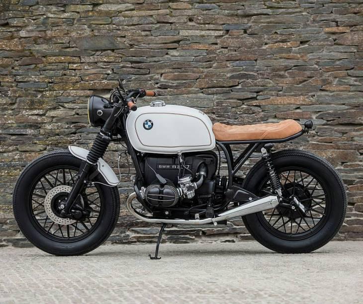 By @banditgarageportugal -  New week...BRING IT ON! 💪 #BMW R80 by Bandit Garage .  #caferacer #caferacers #caferacerstyle #caferacersculture #caferacerbuilds #vintage #vintagestyle #vintagefashion #motocycle #moto #motos #motorcycles #oldstyle #oldschool #bratstyle #motorbike #motor #helmet