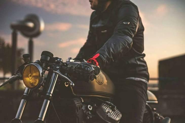 By @ironylon -  LIFE/STYLE  Ventz Global . #ironylon #fuelandstyle #caferacer #caferacers #caferacerstyle #caferacersculture #caferacerbuilds #vintage #vintagestyle #vintagefashion #motocycle #moto #motos #motorcycles #oldstyle #oldschool #bratstyle #motorbike #motor #helmet