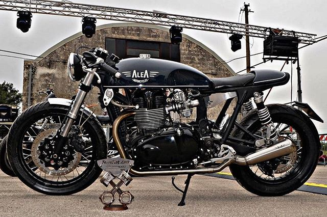 Triumph Bonneville by @aleamotorcycles