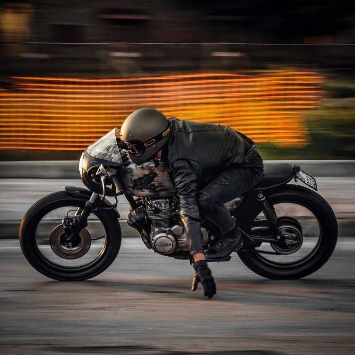 @mat_giova  on his Honda CB400 📸: @nikitacasucci