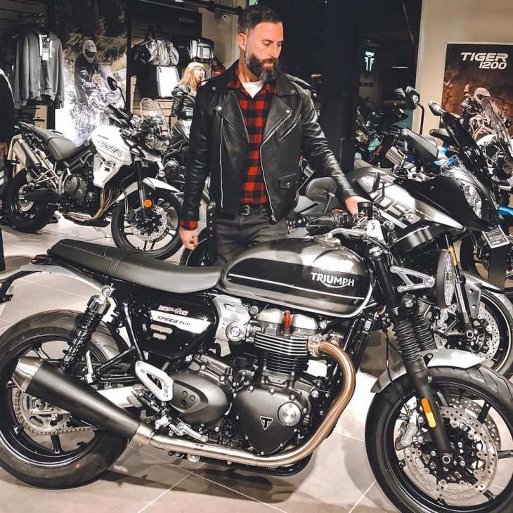 Second contact with the new Triumph Speed Twin – Speed of Light Night 📷 @dafnepatruno
