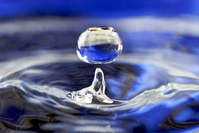 Water Drop by José Manuel Suárez