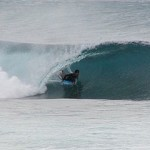 320px-Oahu_North_Shore_surfing_tube