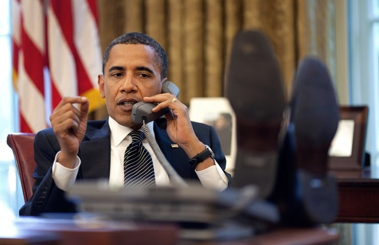 Barack_Obama_on_phone_with_Benjamin_Netanyahu_2009-06-08_thumb.jpg