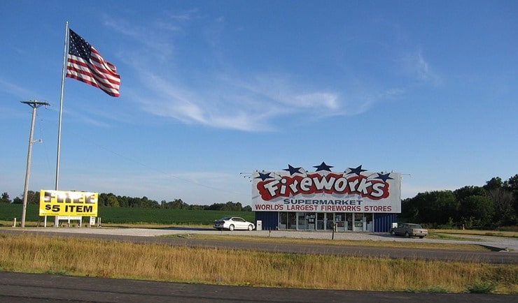 1024px-Firework_Stand_by_the_highway