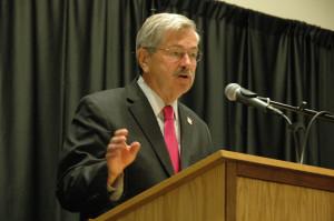 Iowa Gov. Terry Branstad addresses the Iowa Teachers & Administrators Leadership Symposium held on 8/4/14. Photo credit: Iowa Department of Education (Public Domain)