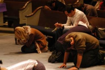 people-praying-for-revival3