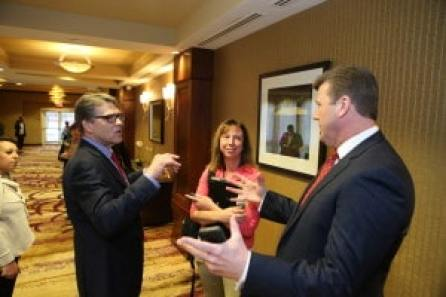 Rick Perry speaks to Jennifer Jacobs of the Des Moines Register and Jamie Johnson. Photo credit: Dave Davidson - Prezography.com
