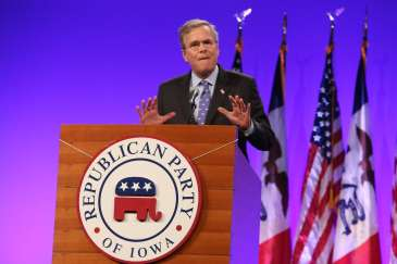 Jeb Bush at the Iowa GOP's Lincoln Dinner.Photo credit: Dave Davidson - Prezography.com