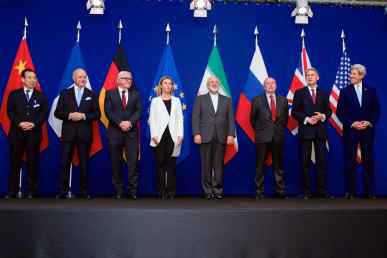 """The ministers of foreign affairs and other officials from the P5+1 countries, the European Union and Iran while announcing the framework of a Comprehensive agreement on the Iranian nuclear programme. Hailong Wu of China, Laurent Fabius of France, Frank-Walter Steinmeier of Germany, Federica Mogherini of the European Union, Javad Zarif of Iran, an unidentified official of Russia, Philip Hammond of the United Kingdom and John Kerry of the United States in the """"Forum Rolex"""" auditorium of the EPFL Learning Centre, Écublens-Lausanne, Switzerland on 2 April 2015."""