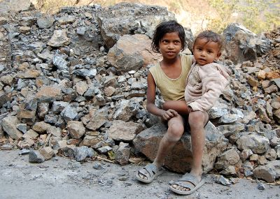Children of road workers near Rishikesh, India.Photo credit: Paul Rudd (CC-By-SA 3.0)