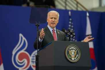 1200px-Vice_President_Biden_Delivers_Speech_in_Seoul_(11234021114)