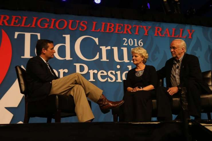 Ted Cruz interviews Dick and Betty Odgaard during his religious liberty rally in Des Moines. Photo credit: Dave Davidson (Prezography.com)