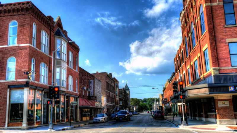 Upper Main Street, Commercial Historic District, Dubuque, Iowa. Photo credit: Kevin Schuchmann (CC-By-SA 3.0)