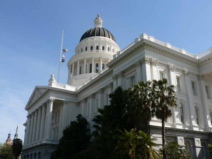 California State Capitol Building in Sacramento, CA. Photo credit: David Monniaux (CC-By-SA 3.0)