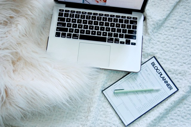 Trying to find a job abroad? Become your own boss and start a blog! This and more tips at Caffeine and Roses